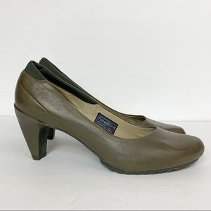 Tsubo Dufay Tank Olive Leather Heels Pumps